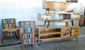 Kreasi Unik Hiasan Meja dari Kayu Bekas untuk Ruang Tamu
